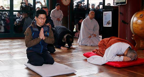 Han praying in monastery